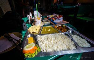 Nepál, cestování a jídlo začíná pokrmem Dal Bhat
